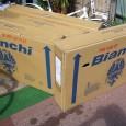 世界的人気のイタリア最古ブランド Bianchi。 やはり当店でも人気は高いです。イタリア車、フレームデザイン、カラーリング、乗心地など、人気の理由を数えてもキリがありません。ダンボールのエンブレムだけでもカッコイイです […]