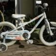 今回はちょっと珍しく、お子様用自転車のご紹介。 BMXの老舗GTから、こんな可愛らしいキッズバイクが登場しています。  GT LAGUNA 16 メーカー価格 ¥23,100- アメリカのメーカーならではの、 […]