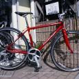 1887年から始まったメーカー、RALEIGH(ラレー)。 イギリス本国はもちろん、日本でも、その人気は広まる一方です。 ラレーといえば、昔ながらのクラシカルなイメージの自転車が多い中、こちらは、 現在クロスバイクでは主 […]
