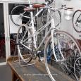 クエストオリジナル80′sクロスバイク再生日記、それではいよいよ完成です!  全体は、このようになりました! サドル、グリップを迷った結果、ブラウンのクラシカルレザーを選択しました! タイヤとも相性もバッチリ […]