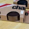 イギリスのcharge BIKES(チャージ)から、新入荷アイテムのご紹介です。 charge BIKES U-BEND TAPE ¥1,890  見た目も手触りもリアルライクなレザー風のバーテープです。色 […]