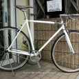 英国のcharge(チャージ)より、シンプルなシングルバイクの入荷です。  charge bikes PLUG メーカー価格 ¥84,000-(税込)  フレームはTANGEのクロモリで、しなやか […]