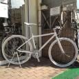 今日は、全身真っ白!なステキな自転車をご紹介します。 (随分前にInstagramでご紹介したあとブログ記事にするのを忘れていたのはナイショ)  FUJI PALETTE (white)  &nb […]
